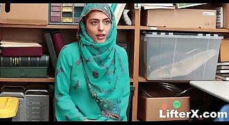 HIJAB-WEARING ARAB TEEN HARASSED FOR STEALING- LifterX.com